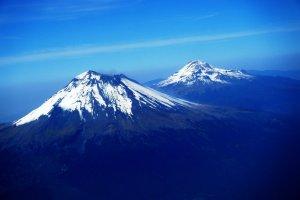 Popocatepetl_and_Iztaccihuatl_by_Sorceress2000